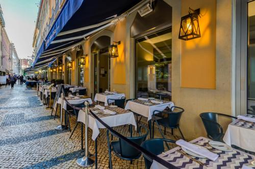 A restaurant or other place to eat at Hotel Santa Justa
