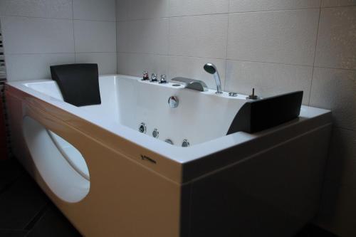 A bathroom at Kārumnieki