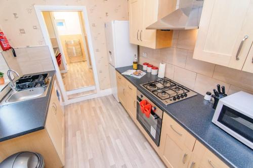 A kitchen or kitchenette at Askern House