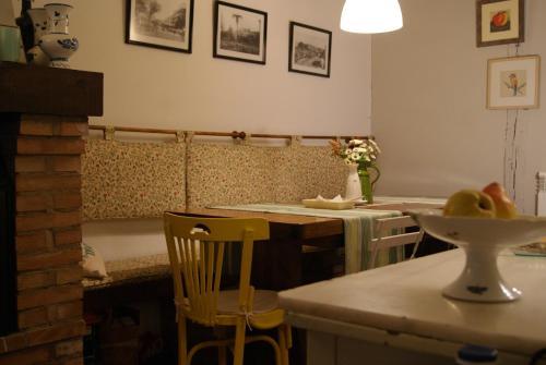 A restaurant or other place to eat at Pensión con encanto, Peregrinando