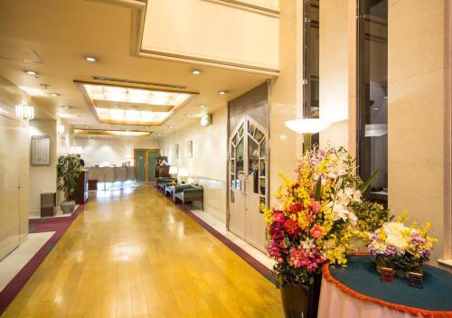 The lobby or reception area at Hotel Claiton Esaka