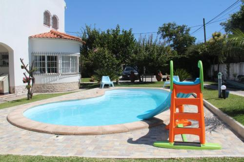 The swimming pool at or near Sesimbra Stylish Villa by Homing