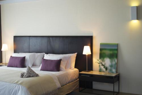 A bed or beds in a room at Esplendor by Wyndham Mendoza