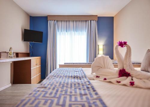 Łóżko lub łóżka w pokoju w obiekcie ROBINSON ESQUINZO PLAYA - All Inclusive