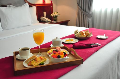 Breakfast options available to guests at Hotel Kingdom