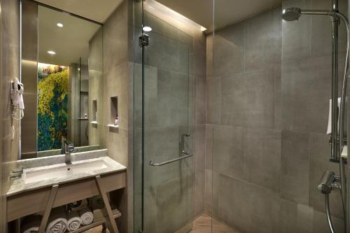 A bathroom at Mercure Kuta Bali