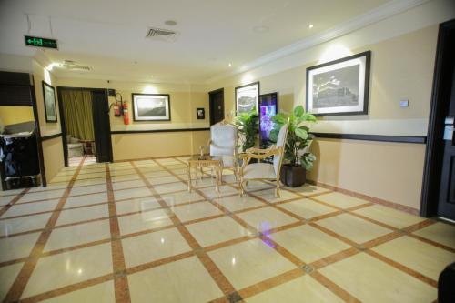 O saguão ou recepção de Qasr Al Sahab