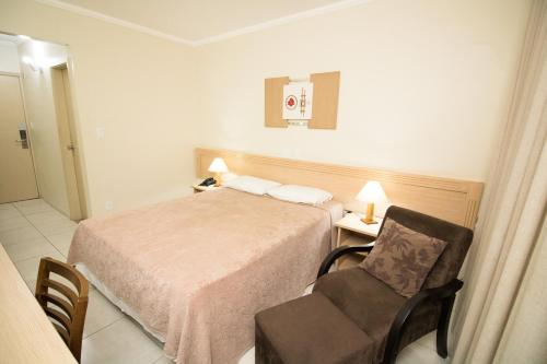 A bed or beds in a room at Dan Inn Express Ribeirão Preto