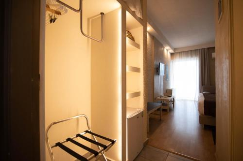 A bathroom at Nidimos Hotel