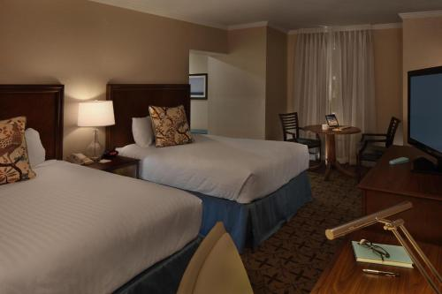 A bed or beds in a room at Gettysburg Hotel