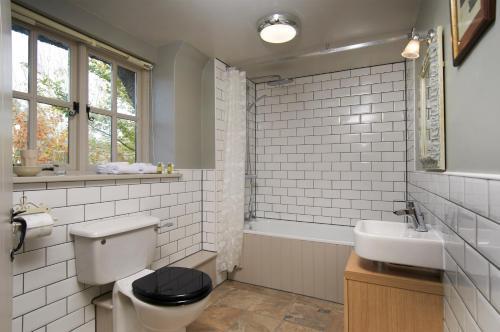 A bathroom at The Museum Inn