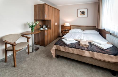 A bed or beds in a room at Hotel Polanica Resort & Spa