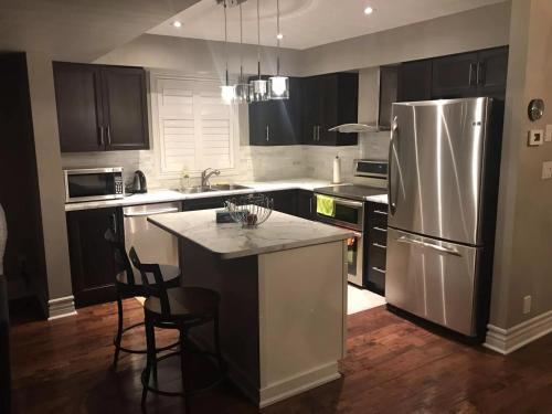 A kitchen or kitchenette at Rainbow home