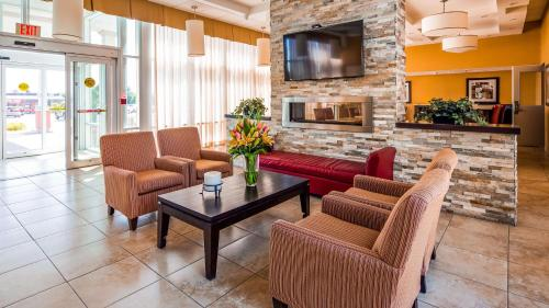 A seating area at Best Western Plus Bowmanville
