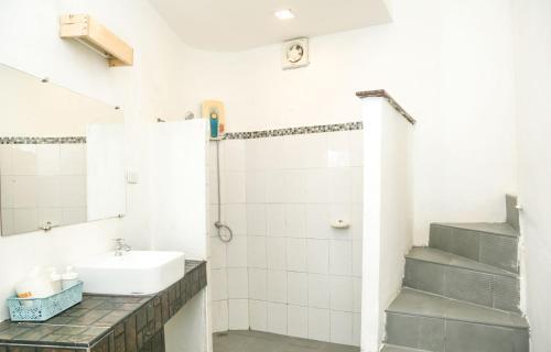 Ein Badezimmer in der Unterkunft White House Bailan Resort