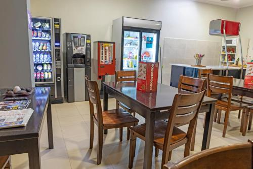 A restaurant or other place to eat at Hotel Alda Centro Palencia