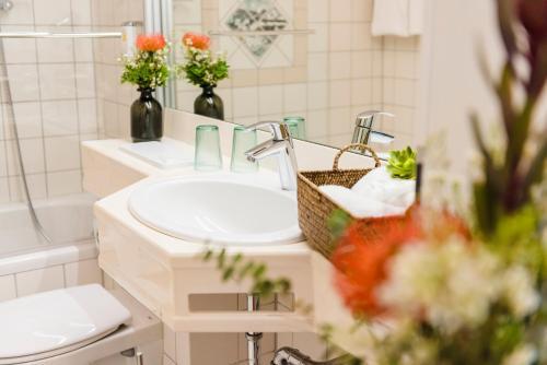A bathroom at Sporthotel & Resort Grafenwald Daun - Vulkaneifel