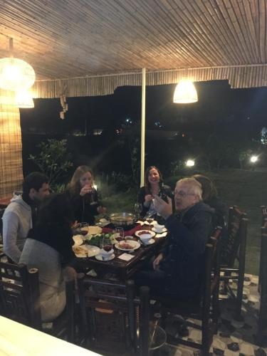 A restaurant or other place to eat at Trang An Retreat