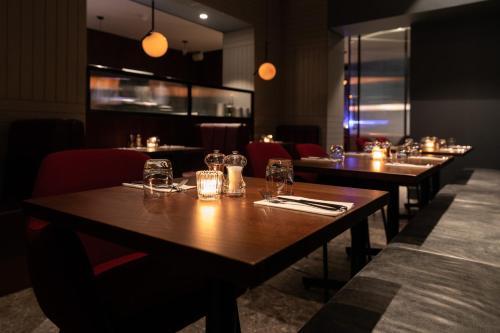 Reštaurácia alebo iné gastronomické zariadenie v ubytovaní Euston Square Hotel