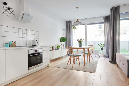 A kitchen or kitchenette at Mint Apartment
