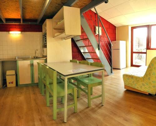A kitchen or kitchenette at Clos Moulin