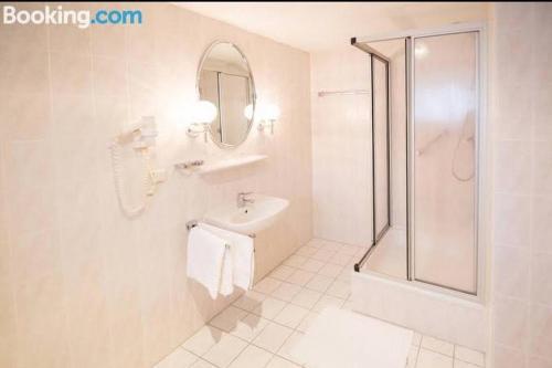 Ein Badezimmer in der Unterkunft Hotel Goldenes Schiff