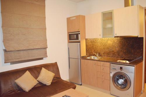 A kitchen or kitchenette at Hayali Suites