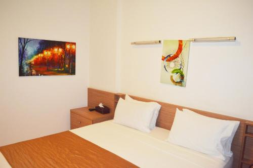 A bed or beds in a room at Hayali Suites