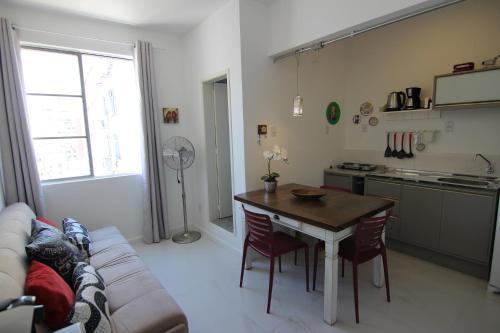 A cozinha ou cozinha compacta de Sweet Home Porto Alegre