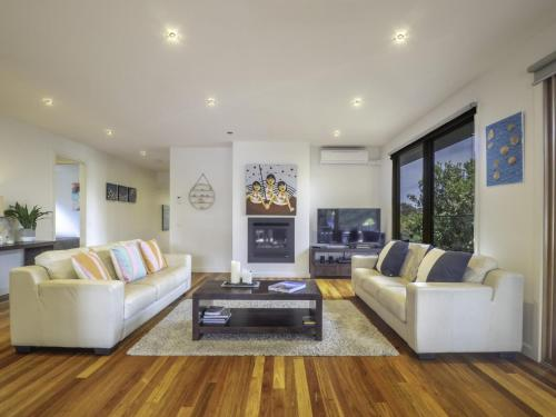 A seating area at Blairgowrie Moonah Beach House: walk to beach