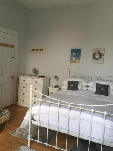 A bed or beds in a room at Cliftonville House