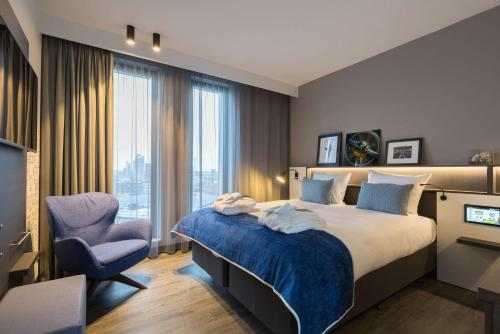 A bed or beds in a room at Postillion Hotel Amsterdam