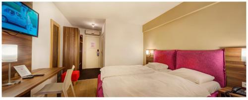 Een bed of bedden in een kamer bij Trip Inn Eden Antwerpen