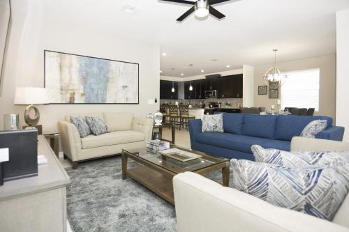 A seating area at Dream Single Vacation Home Close to Disney SL4788