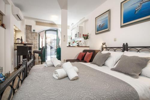 A bed or beds in a room at Apartments Villa Cambi
