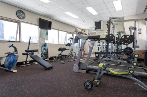 The fitness centre and/or fitness facilities at Baileys Serviced Apartments