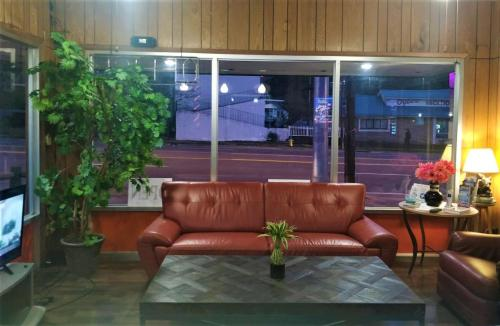 The lobby or reception area at East Side Motel