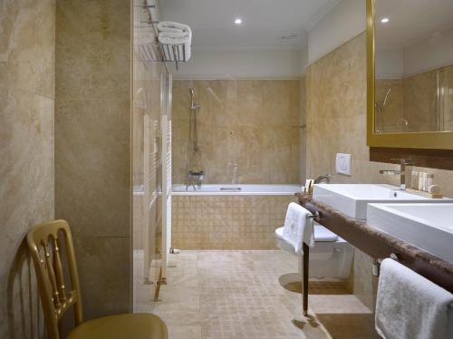 Koupelna v ubytování Grandezza Hotel Luxury Palace