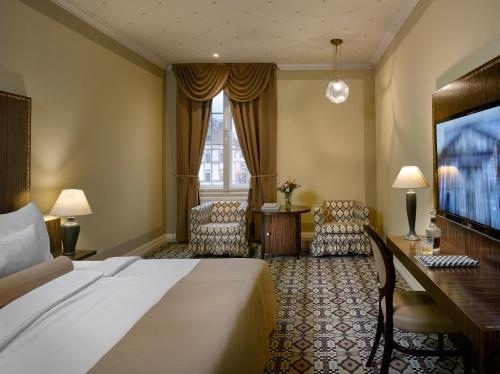 Postel nebo postele na pokoji v ubytování Grandezza Hotel Luxury Palace