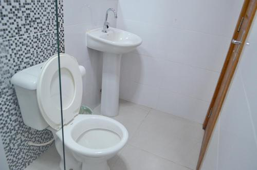 A bathroom at HOTEL FLAMBOYANT
