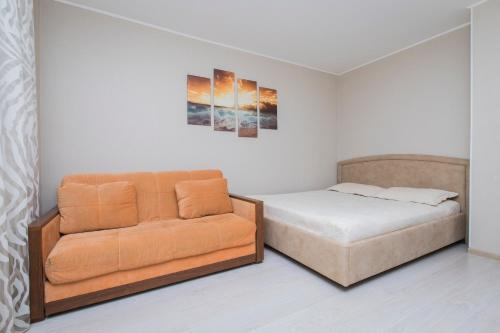 Кровать или кровати в номере Apartment Oktyabrskoy Rev. 45
