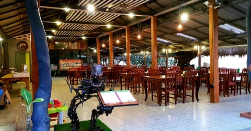 Ein Restaurant oder anderes Speiselokal in der Unterkunft Sangtawan Resort