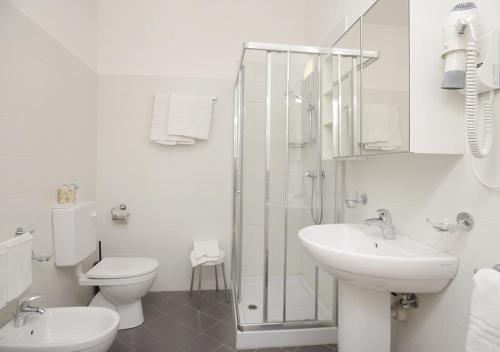 A bathroom at Hotel Mediterranee