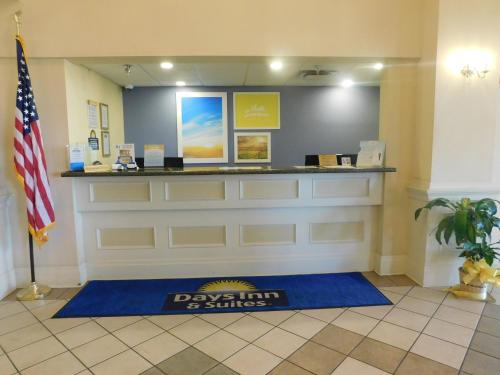 The lobby or reception area at Days Inn & Suites by Wyndham Pocahontas