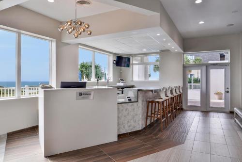 Cucina o angolo cottura di Cabana Shores Hotel