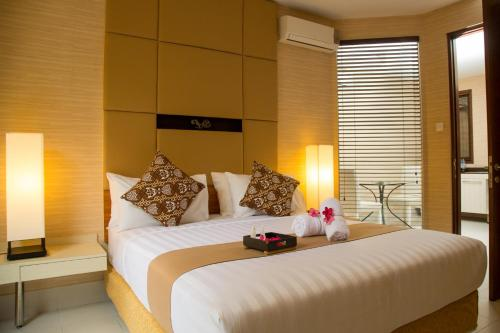 A bed or beds in a room at Chic Quarter