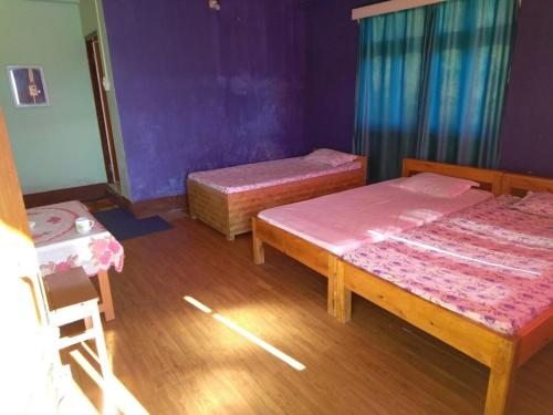 A bed or beds in a room at Vamoose Red Panda