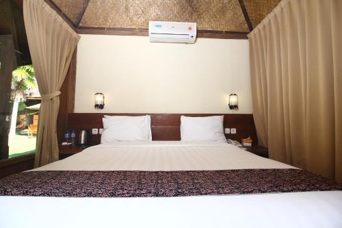 A bed or beds in a room at Cempaka Villa