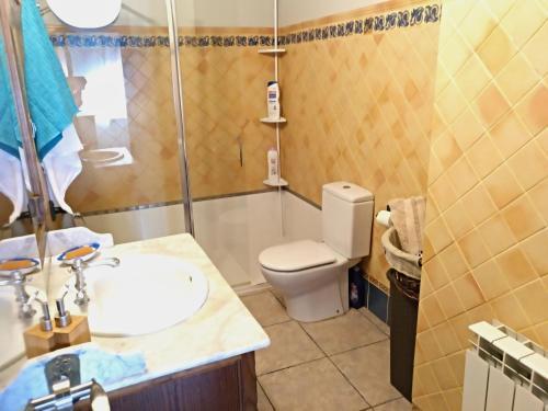 A bathroom at Piso La Torre