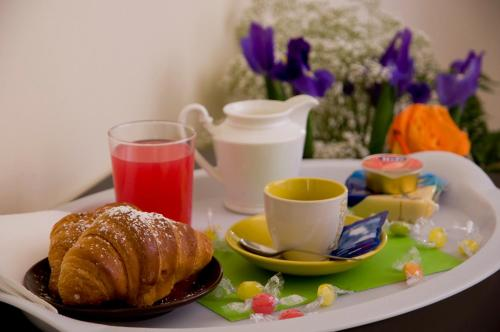 Breakfast options available to guests at Titina B&B